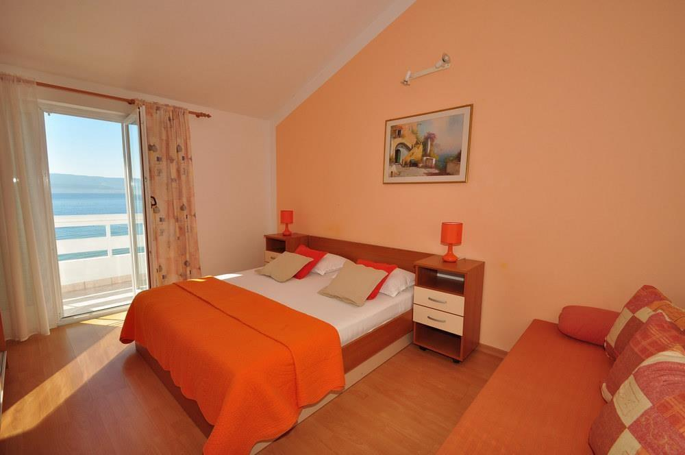 Spacious apartment in the center of Duće with ... Slide-2