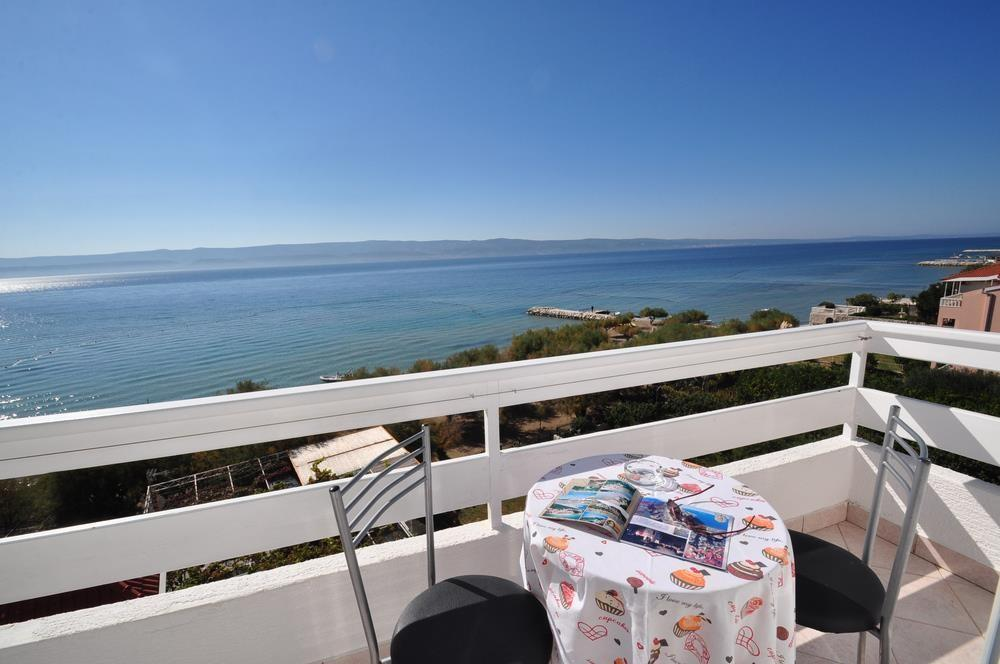 Spacious apartment in the center of Duće with ... Slide-1