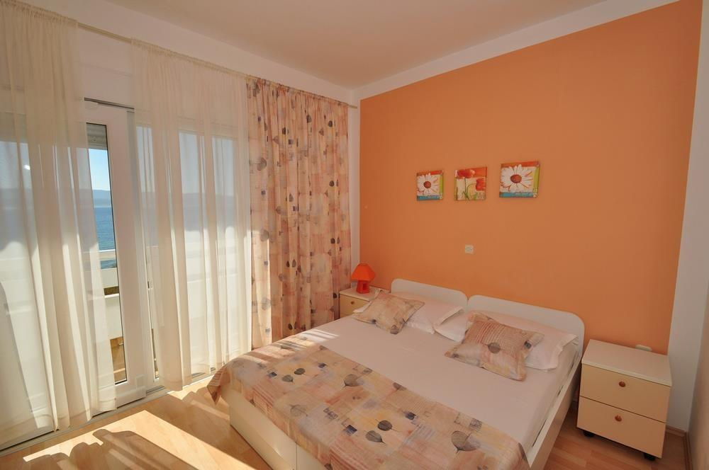 Cozy apartment in the center of Duće with Park... Slide-2