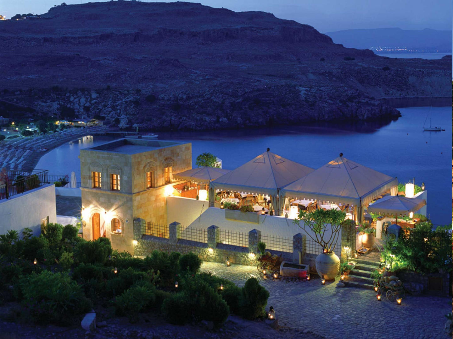 Cozy apartment in the center of Lindos with Int... Slide-1
