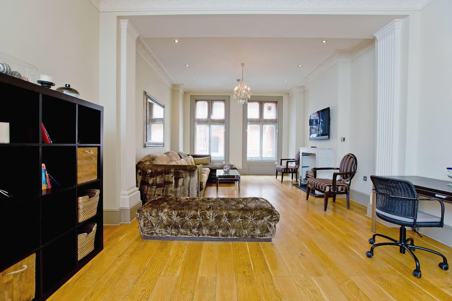 Draycott · Bright 3 Bed Apartment In Chelsea Slide-2