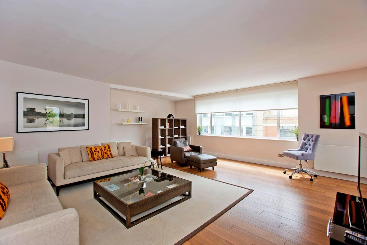 Sloane Ave · Immaculate Penthouse Apartment On... Slide-3