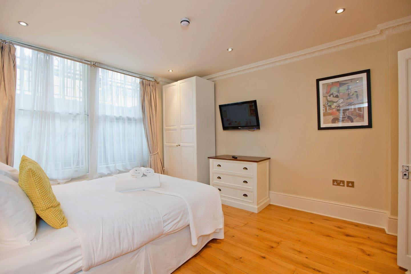Draycott · Bright 3 Bed Apartment In Chelsea Slide-3