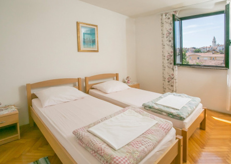 Spacious apartment in the center of Funtana with Parking, Internet, Washing machine, Garden