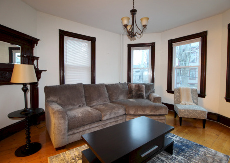 Cozy Three Bedroom Apartment in the heart of Jamaica Plain