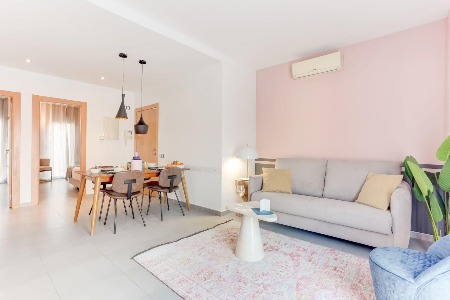 Spacious apartment in Barcelona with Parking, I... Slide-1