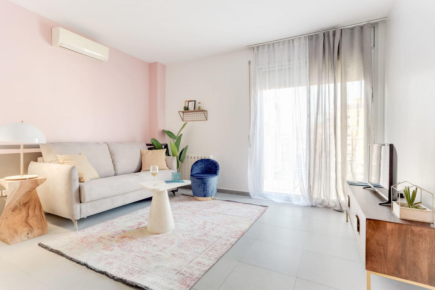 Spacious apartment in Barcelona with Parking, I... Slide-2