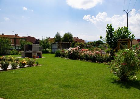 Spacious apartment in Nájera with Washing machine, Pool, Balcony, Garden
