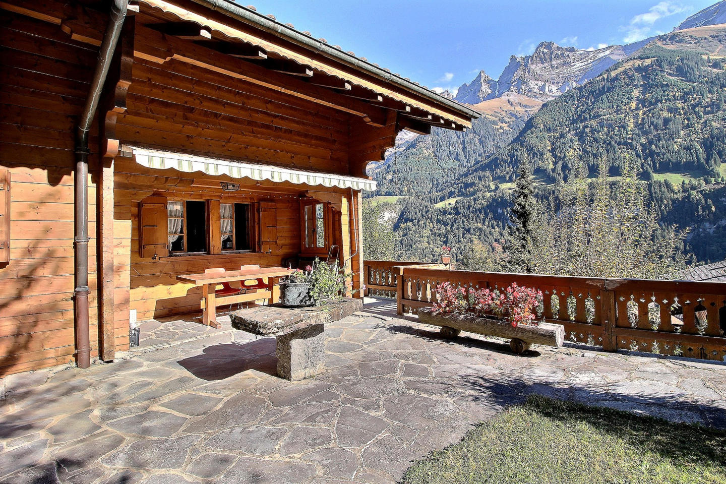 Spacious apartment in the center of Champéry w... Slide-1