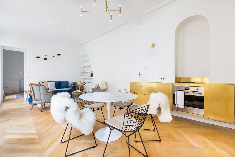 Spacious apartment close to the center of Paris... Slide-1