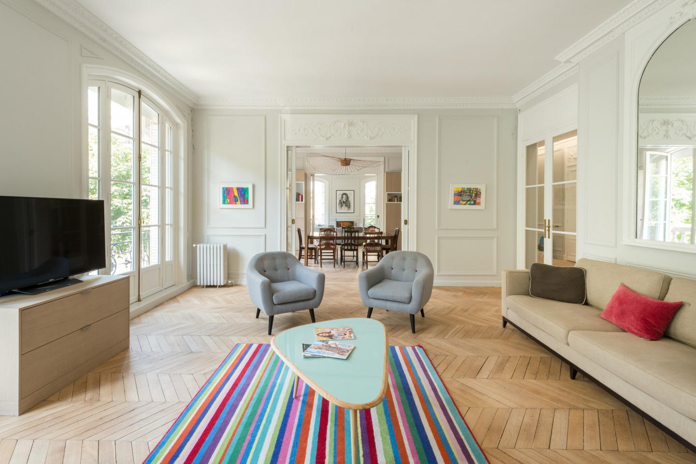 Spacious apartment in Paris with Lift, Internet... Slide-3