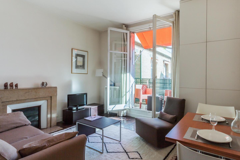 Cozy apartment close to the center of Paris wit... Slide-1