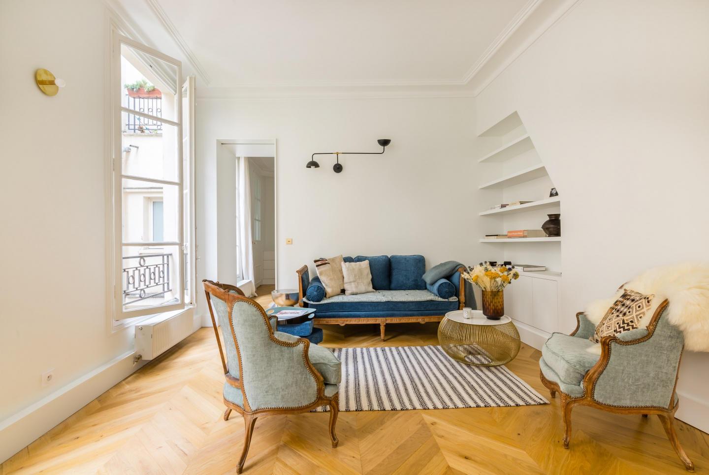 Spacious apartment close to the center of Paris... Slide-2