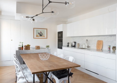 Spacious apartment close to the center of Paris with Lift, Internet, Washing machine