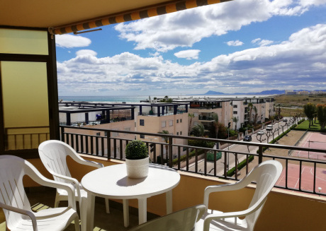 Cozy apartment a short walk away (127 m) from the