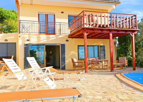 Cozy house close to the center of Pineda de Mar with Parking, Internet, Washing machine, Pool