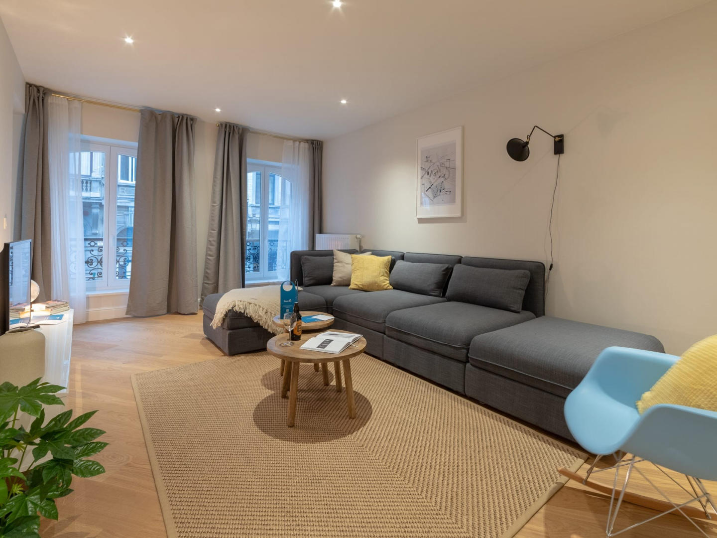 Spacious apartment very close to the centre of ... Slide-1