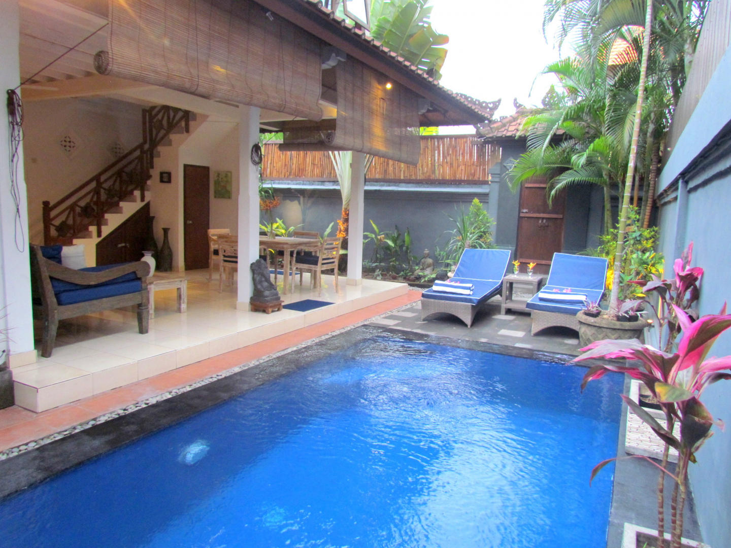 Spacious house in Kuta with Internet, Pool, Garden Slide-3