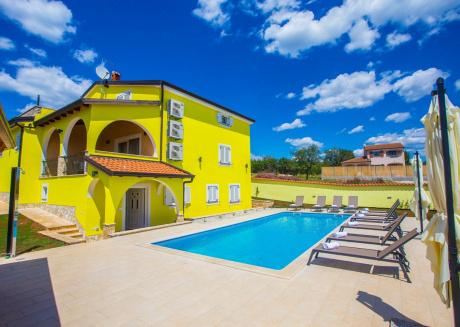 Spacious villa in Poreč with Parking, Internet, Washing machine, Air conditioning
