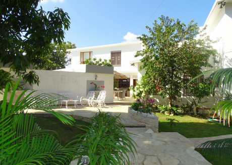 Spacious apartment in Havana with Washing machine, Air conditioning, Pool, Terrace