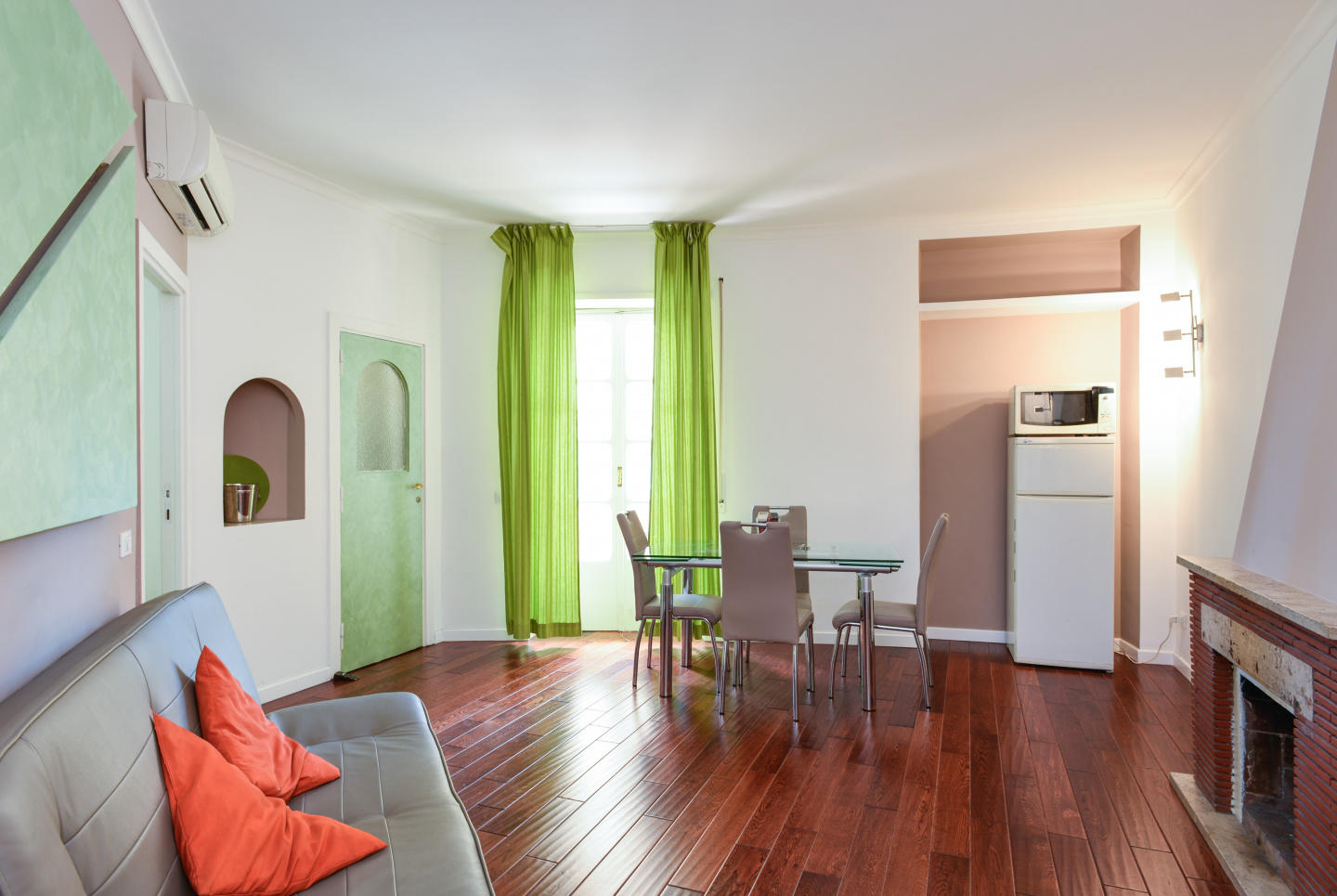 Cozy apartment in Rome with Internet, Washing m... Slide-1