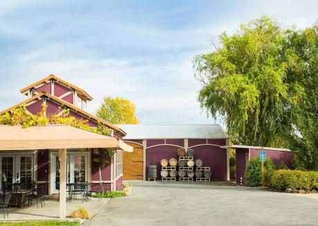 Rellik House. Winery and Alpaca Farm