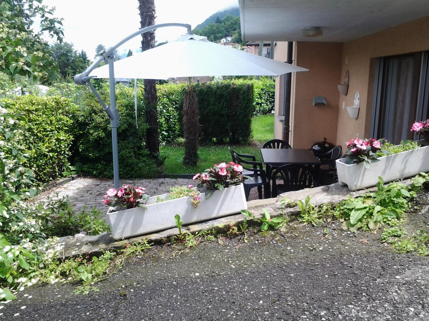 Apartment with a beautiful garden 3 km from the... Slide-2