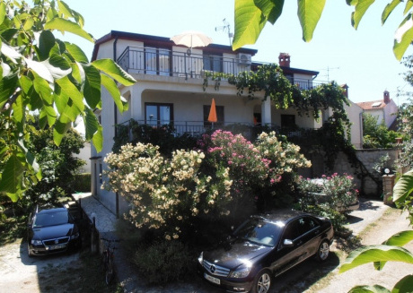 Cozy apartment in the center of Funtana with Parking, Internet, Terrace