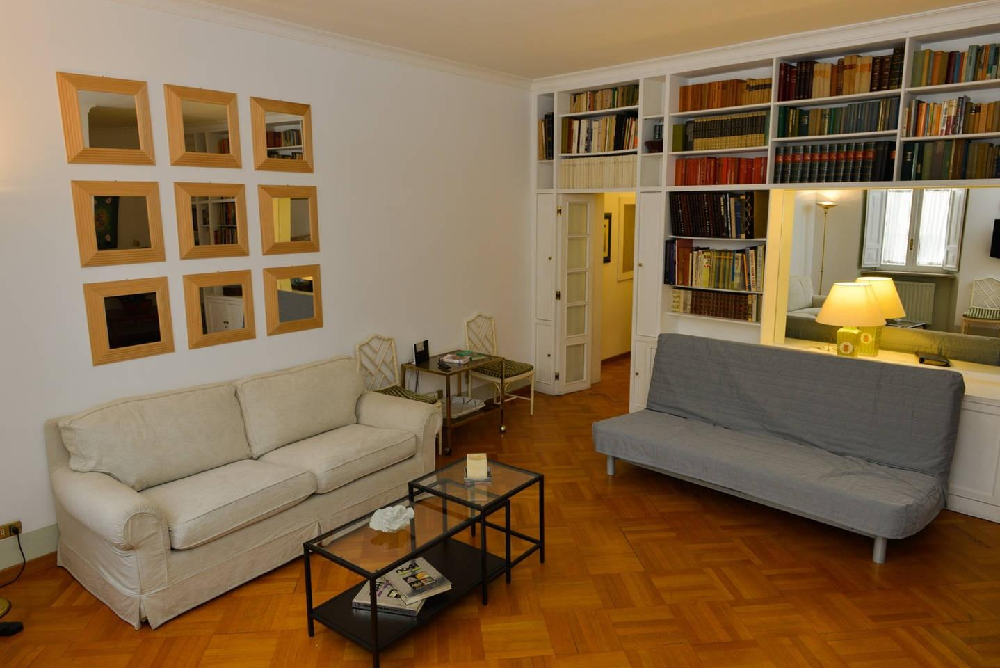Cozy apartment in the center of Rome with Inter... Slide-2
