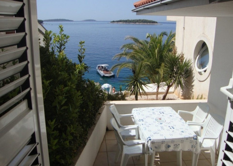 Cozy apartment close to the center of Primošten with Parking, Internet, Terrace