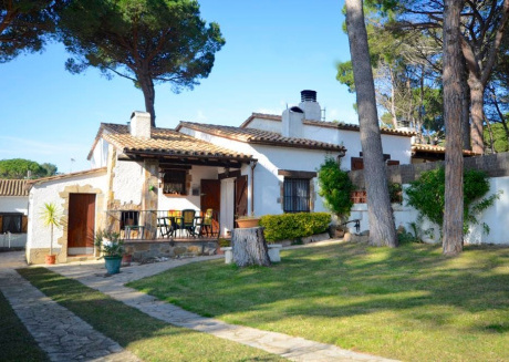 Cozy house in Begur with Parking, Washing machine, Garden