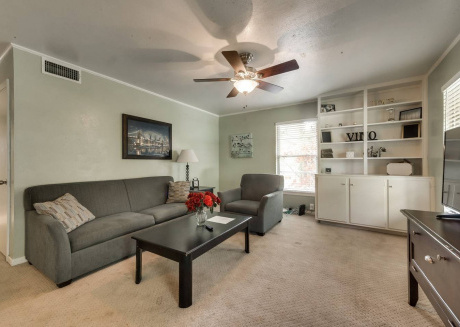 Spacious house close to the center of Arlington with Parking, Internet, Washing machine, Air conditioning
