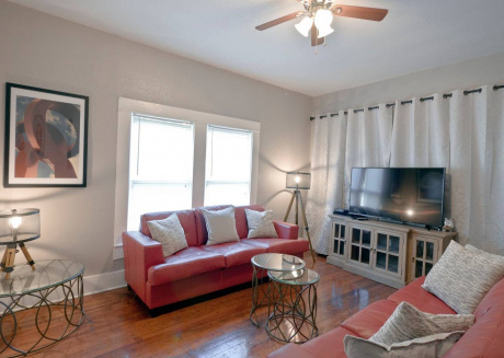 Spacious apartment close to the center of San Antonio with Parking, Internet, Washing machine, Air conditioning