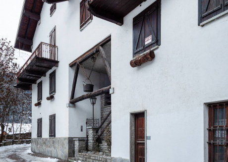 Spacious apartment close to the center of Courmayeur with Internet