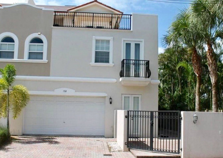 3 Bedrooms with RoofTop,close to Everything in FLL