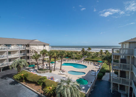 Largest oceanfront Breakers unit in the heart of Coligny Beach! Free Bikes