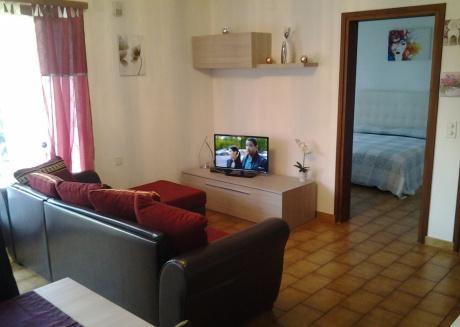 Spacious apartment in the center of Gambarogno with Internet, Garden
