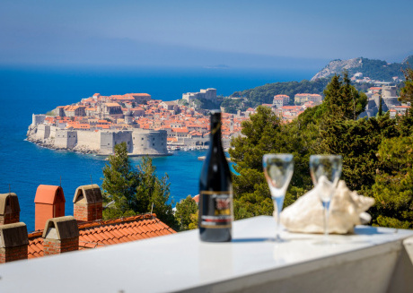 Spacious apartment close to the center of Dubrovnik with Internet, Washing machine, Air conditioning, Balcony