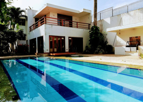 Spacious house close to the center of La Boquilla with Internet, Washing machine, Pool, Balcony