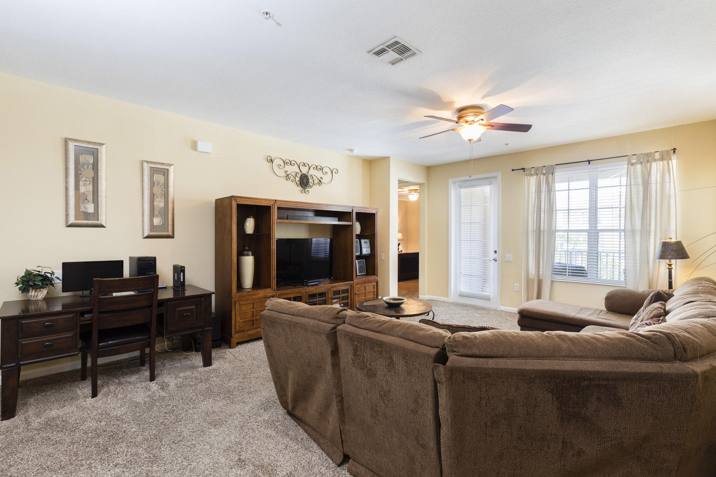 Very Spacious Vacation Apartment (266634) Slide-2