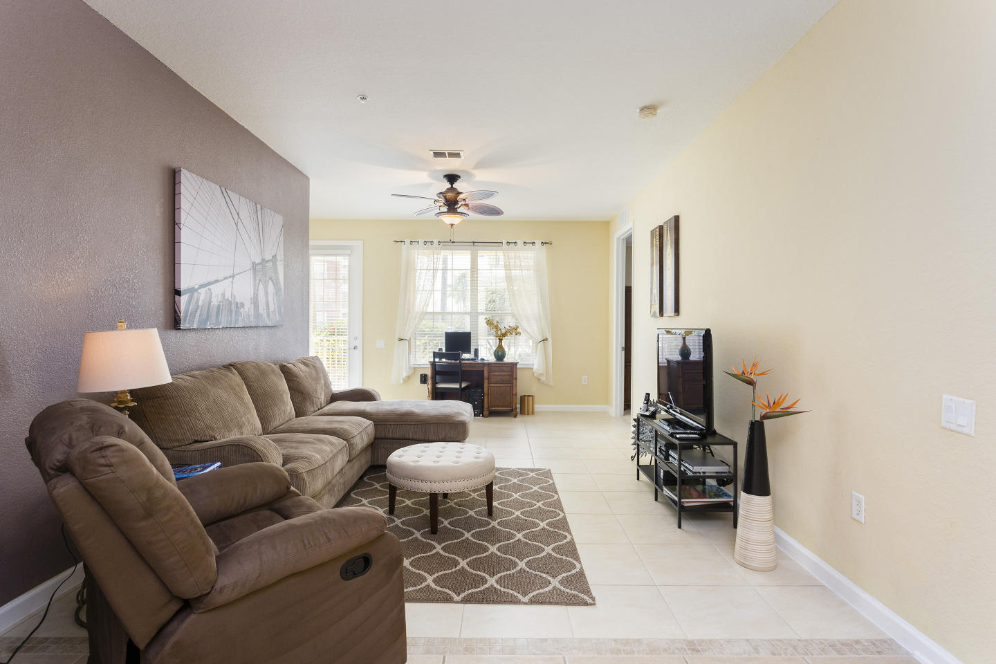 Very Spacious Vacation Apartment (266638) Slide-1