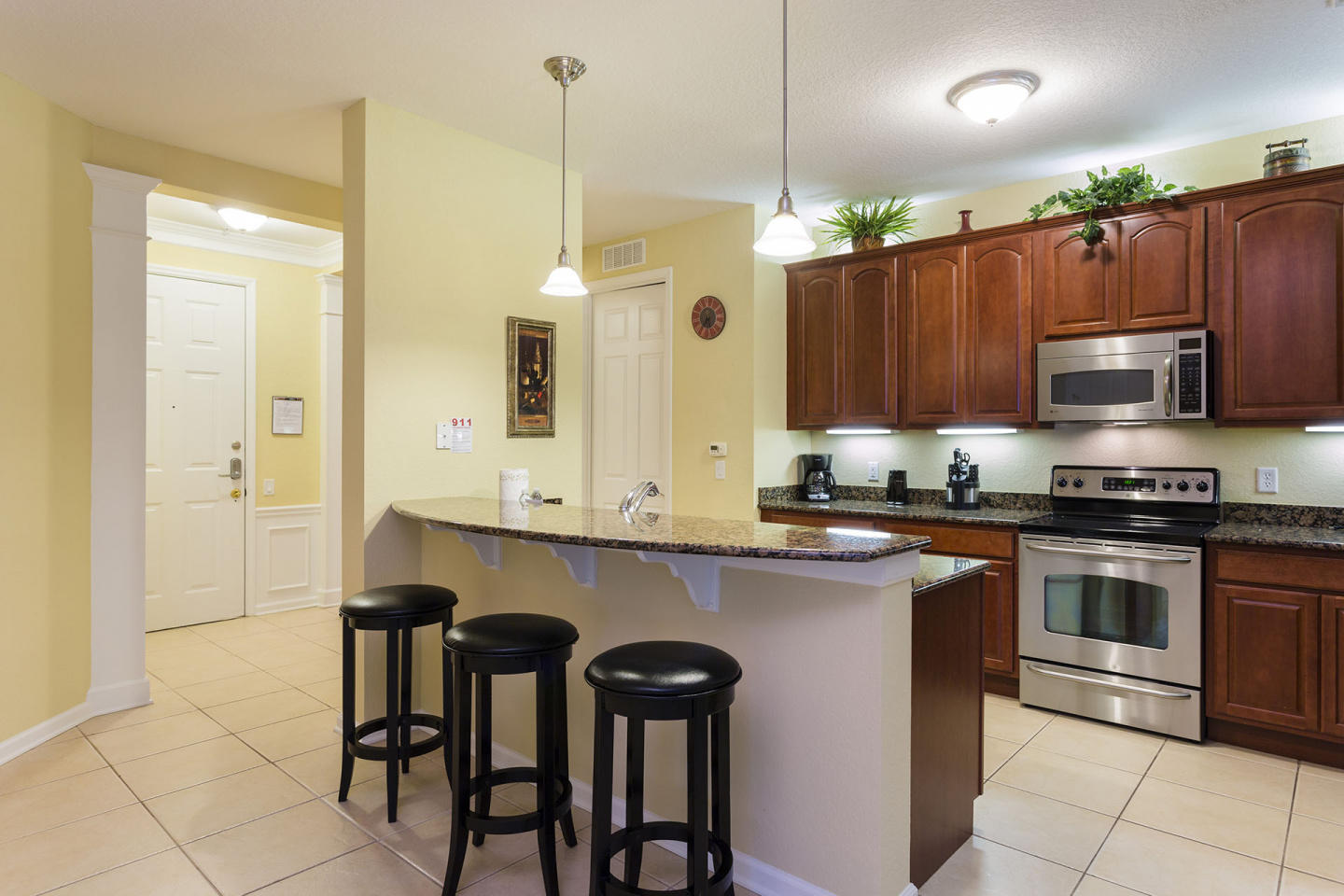 Very Spacious Vacation Apartment (266628) Slide-2