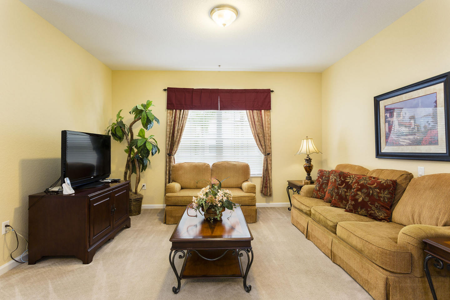 Very Spacious Vacation Apartment (266628) Slide-3