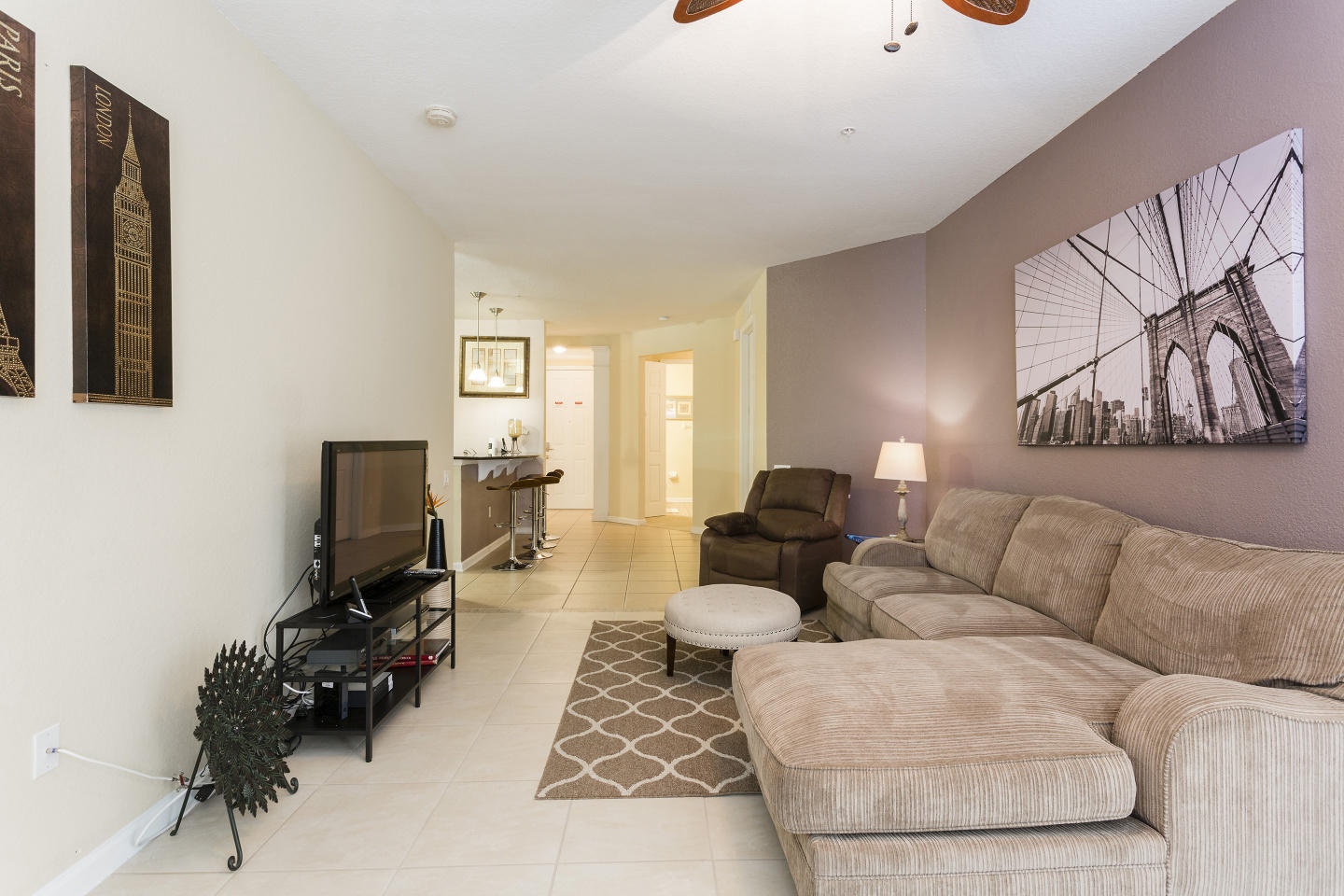 Very Spacious Vacation Apartment (266638) Slide-2