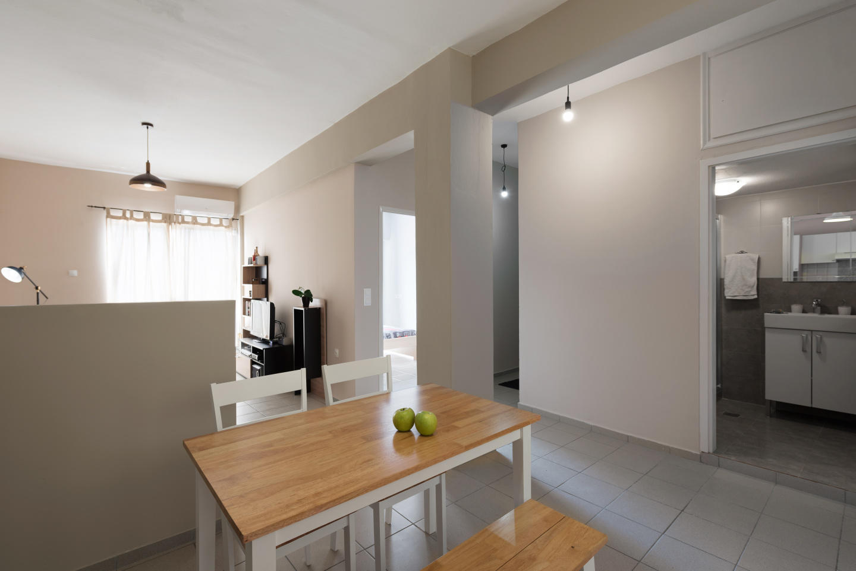 Central Luxury Apartment Slide-5