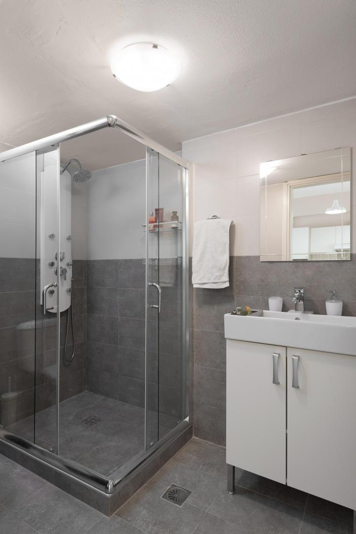 Central Luxury Apartment Slide-12