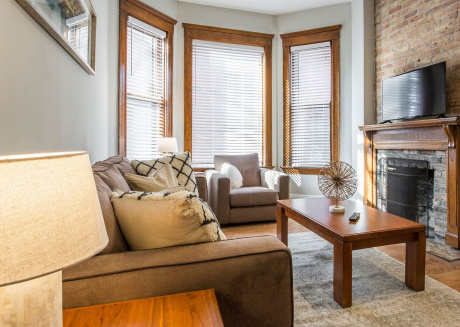 Cozy DePaul 2BDR | Near Train, University and CUBS