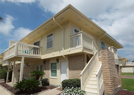 1 bedroom 1 bath! 2 Community Pools! Boardwalk to the beach!