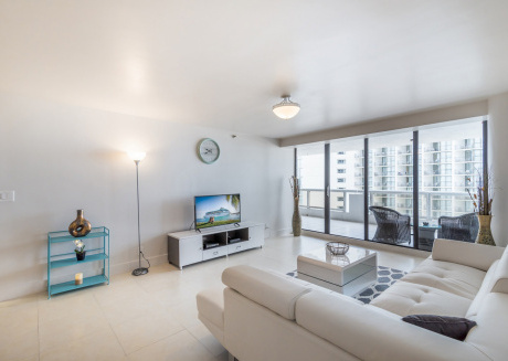 Spacious apartment in Miami with Lift, Air conditioning, Pool, Balcony