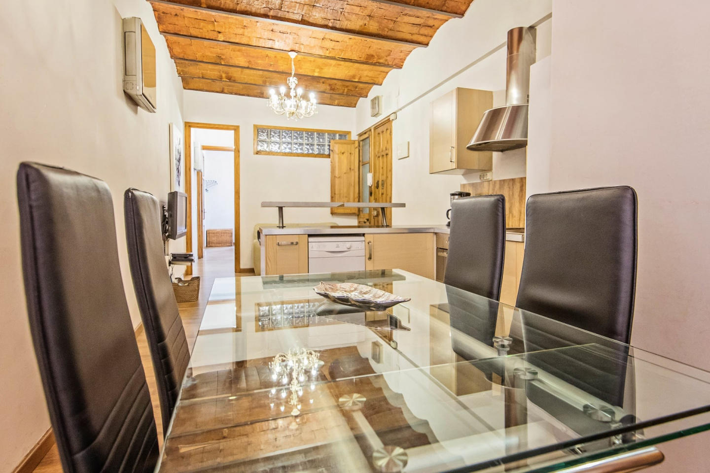 Spacious apartment close to the center of Barce... Slide-3